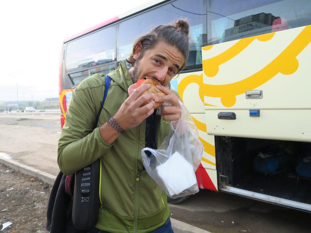 "Zim mange de la ""mortadelle"" mongole !"