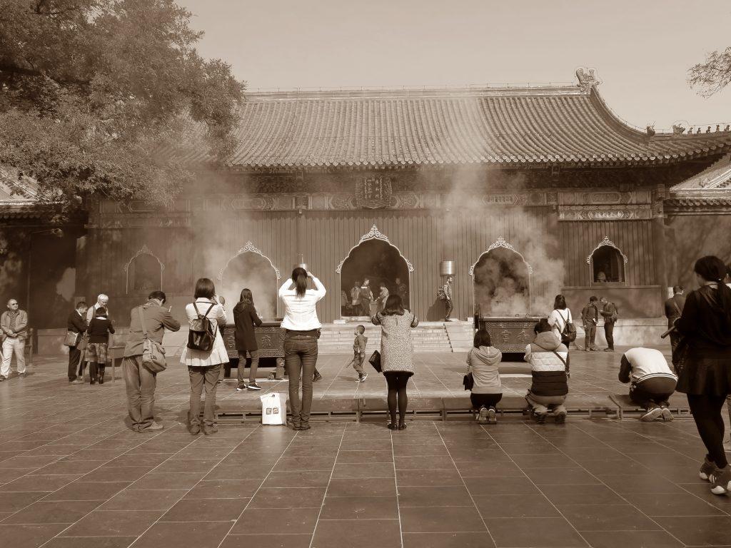 Moment prière au temple des Lamas