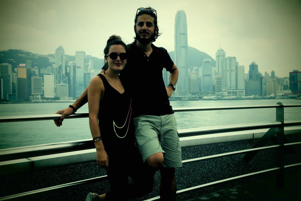 Laura & Zim devant HK